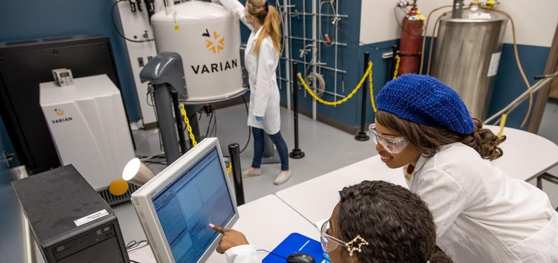Students work together in one of the Chemical Engineering labs at Kettering University.
